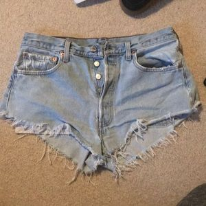 Light Denim distressed Levi shorts